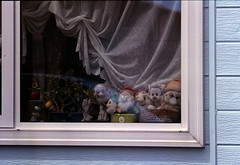 Minnie and dwarfs (threepinner) Tags: mikasa hokkaidou hokkaido northernjapan japan window canon av1 sigma macro 180mm f56 negative iso100 selfdeveloped reversal negaposidevelopment 三笠 北海道 北日本