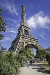 Sous les jupes de la Grande Dame (musette thierry) Tags: tour touriste eiffel france paris composition europe musette d600 thierry photo photographie photograph promenade capital