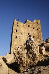 Traditional mud brick house (motohakone) Tags: jemen yemen arabia arabien dia slide digitalisiert digitized 1992 westasien westernasia ٱلْيَمَن alyaman kodachrome paperframe