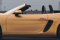Porsche 718 Boxster S Detail 2 (Sebastian Bayer) Tags: nacht auto lampe ausschnitt 718boxsters sportwagen sunrisegoldmetallic himmel porsche cabrio gold boxster seb718 718 detail