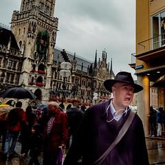 Menschen in München on a rainy afternoon in August 18 _ copyright by ralph striewski images (25).jpg (Ralphs Images) Tags: streetphotography moods mft menschen olympuszuikolenses ralph´simages stimmungen panasoniclumixg9