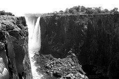 Victoria Falls , low water (Drehscheibe) Tags: nikonf2 fp4plus blackwhite waterfall nature outdoor explore