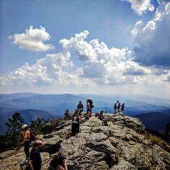 Großer Arber (Mike Bonitz) Tags: deutschland germany bayern bavaria bayrischerwald groserarber berg mountain aussicht view felsen rock himmel sky wolken clouds menschen people instagram googlepixel