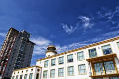 de T is omgevallen (roberke) Tags: architecture architectuur gebouwen buildings facade gevels sky lucht blauw blue bleu clouds wolken toren tower windows ramen vensters balkons balcony vlissingen zeeland netherlands nederland