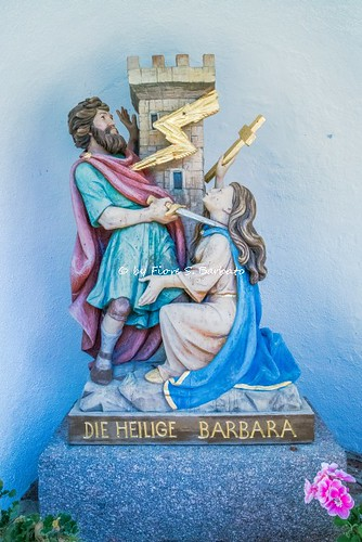 Bulla di Ortisei (BZ), 2018, Edicola stradale che ricorda una leggenda di Santa Barbara.