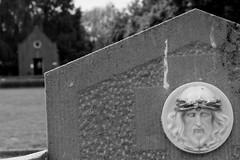 zicht op dodenhuisje (regionaal landschap Schelde-Durme) Tags: waasmunster begraafplaats openmonumentendag