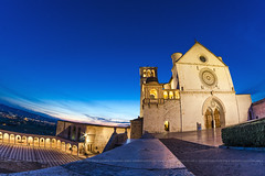 Assisi - Basilica Superiore (Peppis) Tags: assisi sanfrancescodassisi umbria bluehour orablu chiesa church nikon night nightimage bestimageofitaly architettura architecture giuseppecostanzo fisheye opteka anticando hccity