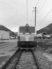 inverno 2018 - iphone SE #2 (train_spotting) Tags: brig valais railcare vectron vectronacdpm re4764528chrlc siemens tessin iphonese