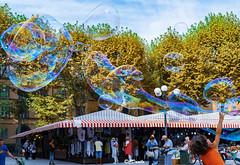 La gioia (danilocolombo69) Tags: alberi cielo bambino bolle colori piazza lucca danilocolombo danilocolombo69 nikonclubit mercato