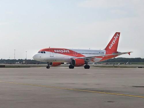 Easyjet Flugzeug auf Flughafen