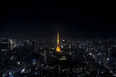 View of Tokyo Tower from the indoor observation deck of Tokyo City View (roboppy) Tags: tokyo japan roppongi minato roppongihills moritower tokyocityview observationtower observationdeck tokyotower night city