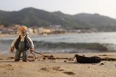 Meer (fotospoekes) Tags: meer sea boat boot figure pops muppets urlaub holiday strand beach italy cefalu sizilien fotospoekes klein small little cute fun humour berge mountain nature stil motive