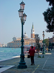 Fondamenta de le Zitelle (Gijlmar) Tags: itália italy italien italie włochy ита́лия ιταλία europa ευρώπη europe avrupa европа veneza venice venezia venedig venecia вене́ция venise βενετία lamp streetlamp luminária farol faroles