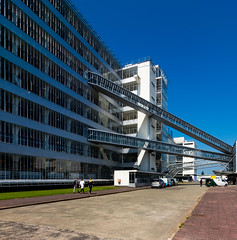 _DSC5490 (durr-architect) Tags: van nelle factory rotterdam modern architecture brinkman vlugt movement glass building functionalism rational production monument white period coffee tea tobacco snuff office warehouse expedition storage depots concrete frame conveyor sky bridges outdoor complex steel facade