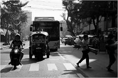 Streets in Bangkok (arin.hakopian) Tags: sw bw schwarzweis blackwhite schwarz black weis white mono monochrome monochrom thailand bangkok streets strassen across woman bus canon eos70d
