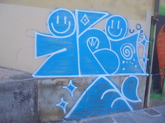 234 (en-ri) Tags: irie bianco azzurro goccia smile torino wall muro graffiti writing faccine