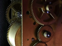 Cogwheels (ryorii) Tags: macromondays cogwheels cogwheel metallo metal hmm orologiodatavolo orologio ruotadentata ruotedentate ingranaggio old desk clock