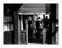 Le rideau va tomber. (francis_bellin) Tags: 2018 voyage cartagène espagne streetphoto cartagèna street blackandwhite septembre noiretblanc photoderue monochrome ville olympus bar