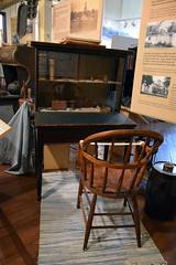 Jefferson Museum 973 (Donna's View) Tags: nikon d3300 porttownsend jeffersonmuseumofartandhistory museum museumofartandhistory cityhallbuilding exhibit desk chair deskandchair