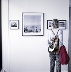 New Brighton Revisited Exhibition - Ken Grant Gallery (f22photographie) Tags: exhibition photographicexhibition lady female people indoors indoorexhibition rucksack newbrighton wirral newbrightonrevisitedexhibition intensifyprosoftware intensifypromelancholiapreset