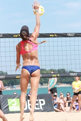 Pro beach volleyball, Chicago, Illinois, August 2018 (Symbiosis) Tags: probeachvolleyball avp volleyball beachvolleyball chicagoil chicago womensvolleyball usabeachvolleyball bikinis bikini jumpserve mensvolleyball beach summerinchicago labordayweekend laborday net volleyballnet olympians konabrewingcompany oakstreetbeach