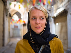 Portrait in Esfahan, Iran (TeunJanssen) Tags: travel traveling worldtravel worldtrip isfahan esfahan backpacking olympus omd omdem10 iran middleeast portrait dof 25mm 25mmf18 woman scarf smile