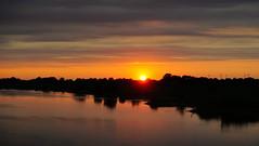 Sonnenuntergang an der Weser (klausi56) Tags: weser himmel sonnenuntergang ufer wasser dämmerung fluss wolken ruhig