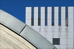 Bologna geometrica ( Unipol ) (giancarlospillo) Tags: bologna centrounipol architettura fujixpro1