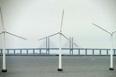 Øresund barrier (sculptorli) Tags: øresundsbron windmills øresundbarrier øresund sweden denmark danmark éoliennes skane bro bridge brygga vindmølle väderkvarn vindturbin symmetri symmetry мост most coastline
