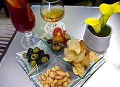 photo - Hors d'Oeuvres, Le Bar, Hotel Chateau Frontenac (Jassy-50) Tags: photo paris france hotelchateaufrontenac chateaufrontenac hotel bar appetizer horsdoeuvre fingerfood food cocktail