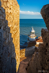 El faro a nuestros pies (moligardf) Tags: castillo faro mar mediterráneo escalera muro terraza