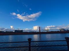 P8161158 (Asansvarld) Tags: belfast northernireland nordirland unitedkingdom storbritannien water river lagan vatten microfourthirds olympusomdem5 olympusmzuikodigitaled915mmf4056 clouds moln himmel sky