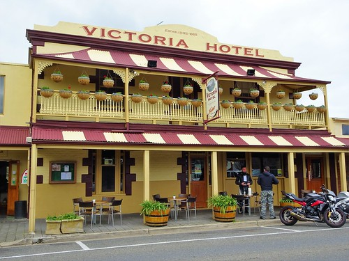 Strathalbyn. The Victoria Hotel. Established 1865.