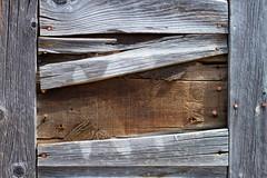 Anglų lietuvių žodynas. Žodis board reiškia I1. n 1) lenta; stalas; 2) valgymas, maitinimas; board and lodging maitinimas ir butas; 3) laivo šonas; bortas; on board laive; 4)pl scena; 5) kartonas; above board atvirai, garbingai;2. v 1) apmušti lentomis; 2) valgyti (kur nors); 3) sėsti (į laivą, tra lietuviškai.