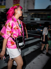 In a hurry to cross Shibuya crossing in the middle of Tokyo (Ralphs Images) Tags: streetphotography mft tokyomood olympuszuikolenses panasoniclumixg9 peopleoftokyo moods stimmungen menschen streetsoftokyo ralph´simages tokyostreetstyle shinjukucrossing