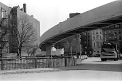 030171 11 (ndpa / s. lundeen, archivist) Tags: nick dewolf nickdewolf photographbynickdewolf blackwhite blackandwhite 35mm film bw february 1971 1970s boston massachusetts city streetphotograph backbay beaconhill bridge fiedler truck building buildings street streetlight footbridge fiedlerbridge arthurfiedlerbridge arthurfiedler storrowdrive railing cars vehicles automobiles parkedcars chevy chevrolet tree fireescape