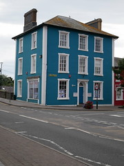 Aberaeron (Dubris) Tags: wales cymru ceredigion aberaeron town architecture building blue