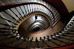 La Vida (chuscordeiro) Tags: escalera vida giro luz ovalo coruña galicia verano bajada edad interior urbana canon1dxmarkii canon1635 escalones peldaños color stairs street