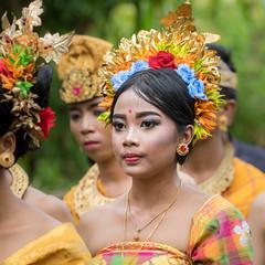 IMG_6690-tr (JLBenazra) Tags: bali cérémonie sawan indonésie costumes