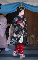 fresh (byzanceblue) Tags: kyoto maiko geisha geiko kagai japan japanese woman girl female beauty cute beautiful 京都 kimono gion dance lovely 舞妓 舞踊 traditional kanzashi formal 祇園 black 花街 white color colour flower nikkor background people photo portrait professional lady lovery 芸妓 着物 bokeh red traditonal summer natural 祇園甲部 祇をん ぎをん fresh shadow 黒紋付 shirt 福嶋 mizuno