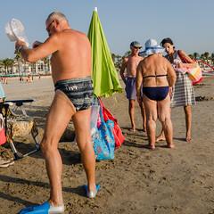 Diving (Luis Alvarez Marra) Tags: color beach diving nikon d7000 24mm prime spain catalonia lapineda street streettog tog candid decisive moment collecting soul sand