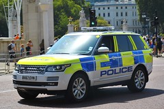 BX67 EVN (S11 AUN) Tags: london metropolitan police landrover rangerover tdv8 4x4 seg special escort group anpr traffic car roads policing unit rpu 999 emergency vehicle metpolice downingstreet whitehall westminster primeminister pm davidcameron fsu firearms support arv armed response bx67evn