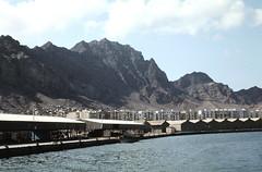 Aden - shoreline (motohakone) Tags: jemen yemen arabia arabien dia slide digitalisiert digitized 1992 westasien westernasia ٱلْيَمَن alyaman kodachrome paperframe