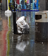 Homeless (Roelie Wilms) Tags: homeless dakloos liverpool rain regen uk greatbritain england reflectie reflection