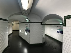 typisch Paris III (Berliner1963) Tags: stphotographia white weis labyrinth gänge tunnel metro ubahn paris france frankreich