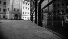 20180912__DSC09276.jpg (Lea Ruiz Donoso) Tags: museoreinasofía madrid learuizdonoso black white blanco negro monochrome monocromo dof perspective shadows sombras silhouettes siluetas arquitectura buildings architectureart españa spain