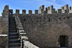 Castelo de Sesimbra, muralha e adarve (pedrik) Tags: sesimbra portugal medieval castle d7200 nikkorafsdx35mmf18g gimp retinex wall castelo muralha explored cheminderonde alure adarve ameia merlões merlon cranel view10000