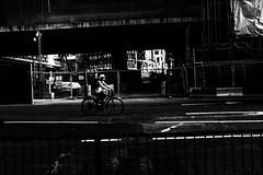 Street Photography - LONDON (BRUNO GUERRA Imagem) Tags: street city walk bike bicicleta vélo bicicle pretoebranco blackandwhite pb bw monocromático monochrome monochromatic photography photo photographer brunoguerraimagem brunoguerra pernambucano brasileiro brazilian london londres suburbs fujifilm x100f xseries uk reinounido england inglaterra bgi downtown centro center centre