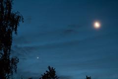 Venus & Moon / @ 55 mm / 2017-08-18 (astrofreak81) Tags: venus moon luna mond planet stars tree light night sky dark konjunktion konstellation dresden 20170818