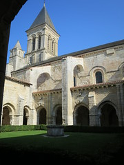 Abbaye royale Saint-Vincent (XIe-XIXe), Nieul-sur-l'Autise (85) (Yvette G.) Tags: cloître nieulsurlautise vendée 85 paysdelaloire architecture artroman église abbaye